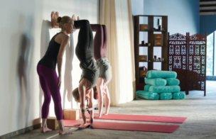 Handstand Tutorial by Annie Carpenter